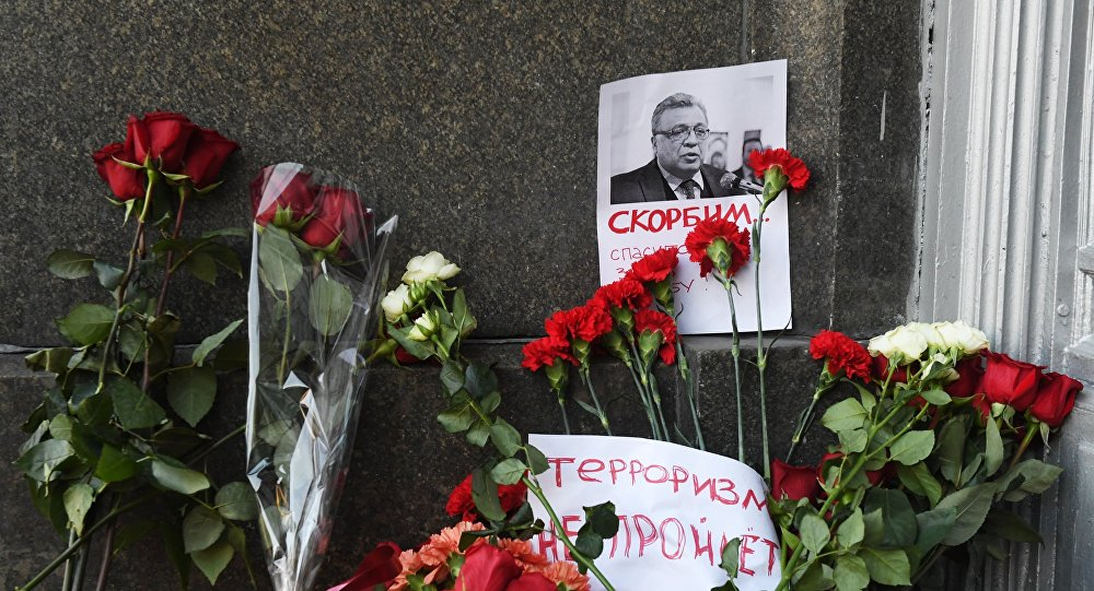 Moscow residents lay flowers near Russian Foreign Ministry in memory of slain Ambassador Karlov