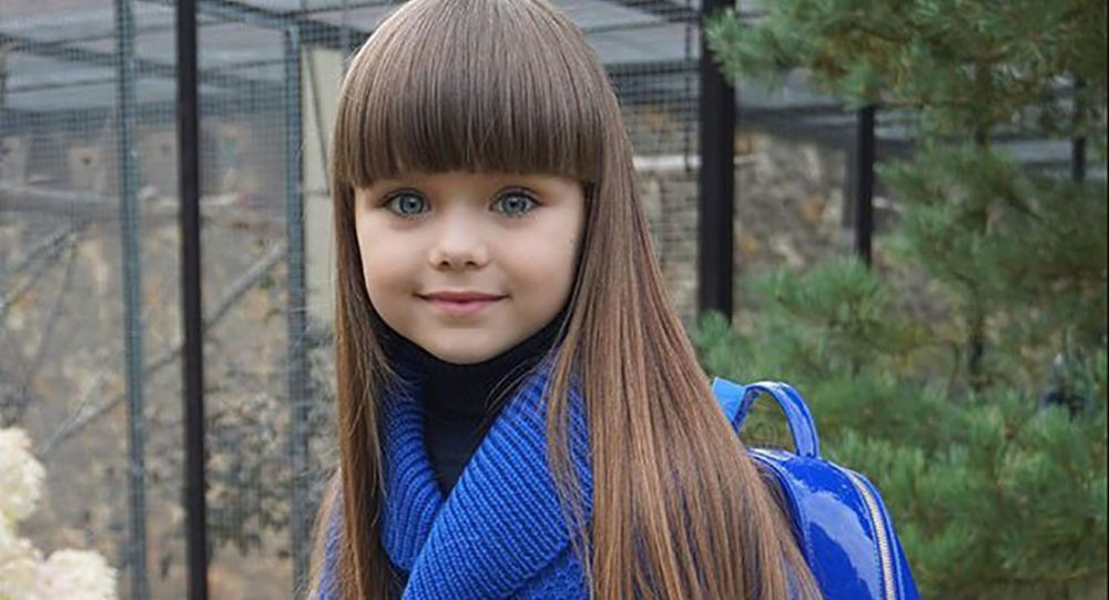 ロシア人の少女が世界で一番美しい女の子に